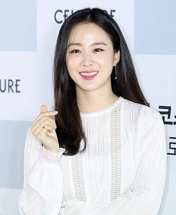 Fan choáng với nhan sắc mặt mộc của Kim Tae Hee thời đại học, bất chấp mọi camera sống ảo-6