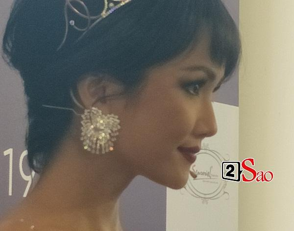 Hoa hậu HHen Niê đẹp cỡ nào trong hình ảnh chụp lén không qua chỉnh sửa?-4