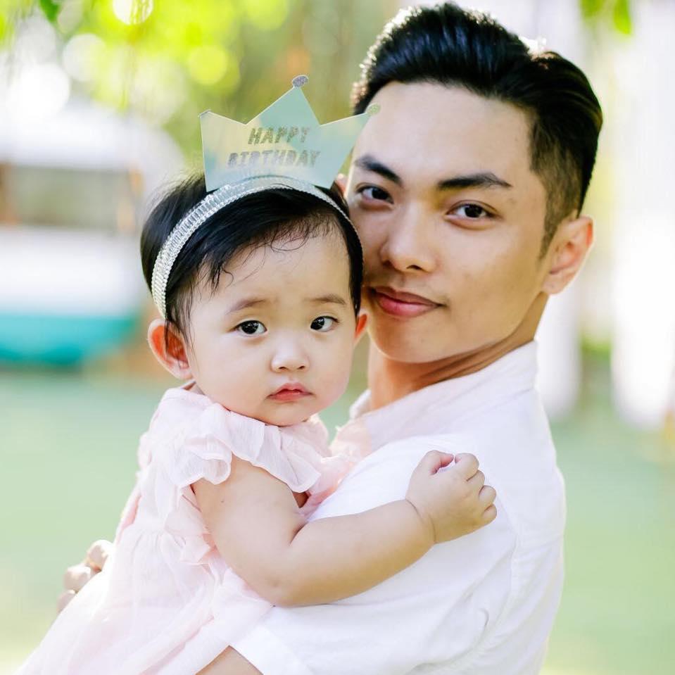 Dạy múa cho con gái 1 tuổi, Phan Hiển ngậm trái đắng vì ái nữ không thèm nhìn bố dù chỉ 1 giây-4