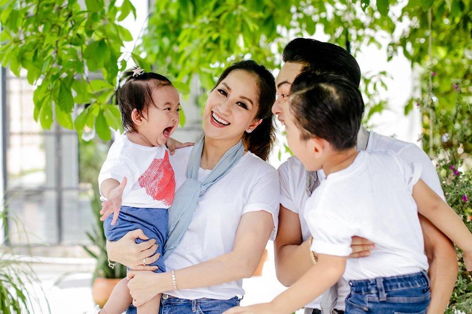 Dạy múa cho con gái 1 tuổi, Phan Hiển ngậm trái đắng vì ái nữ không thèm nhìn bố dù chỉ 1 giây-9