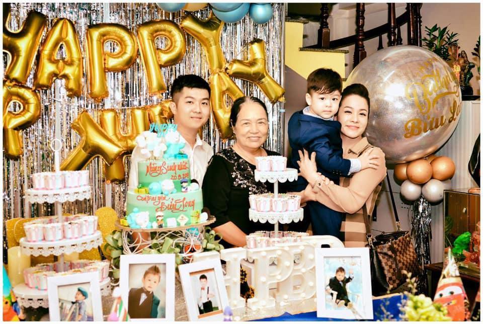 Tạm gạt đấu tố căng như dây đàn, Nhật Kim Anh và chồng cũ sánh đôi rạng rỡ mừng sinh nhật con trai-1