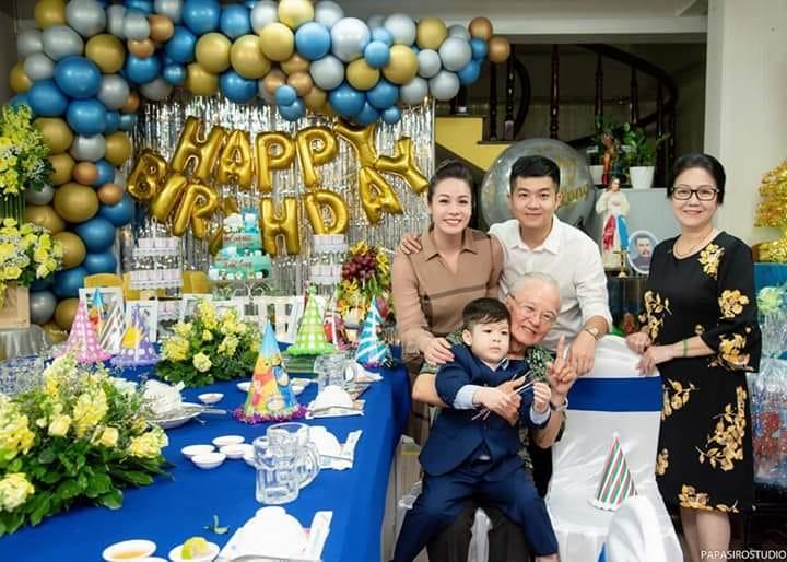 Tạm gạt đấu tố căng như dây đàn, Nhật Kim Anh và chồng cũ sánh đôi rạng rỡ mừng sinh nhật con trai-4