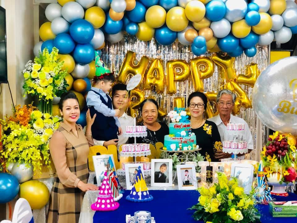 Tạm gạt đấu tố căng như dây đàn, Nhật Kim Anh và chồng cũ sánh đôi rạng rỡ mừng sinh nhật con trai-3