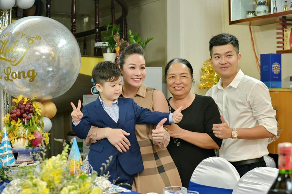 Tạm gạt đấu tố căng như dây đàn, Nhật Kim Anh và chồng cũ sánh đôi rạng rỡ mừng sinh nhật con trai-5