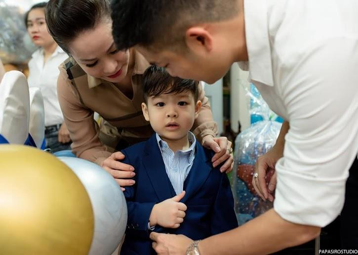 Tạm gạt đấu tố căng như dây đàn, Nhật Kim Anh và chồng cũ sánh đôi rạng rỡ mừng sinh nhật con trai-6