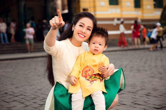 Tạm gạt đấu tố căng như dây đàn, Nhật Kim Anh và chồng cũ sánh đôi rạng rỡ mừng sinh nhật con trai-8