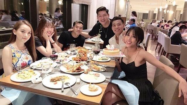 Bạn gái Văn Lâm và dàn WAGs được khen vì hiếm khi khoe ảnh bạn trai-3