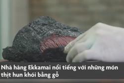 Đặc sản thịt hun khói suốt 16 giờ đen thui, mọng nước ở Thái Lan