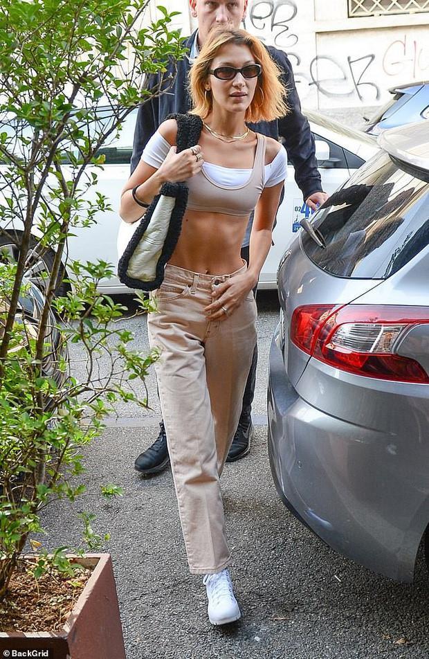 Bella Hadid mặt mộc kém sắc, gầy lộ xương sườn khi xuất hiện trên phố-1