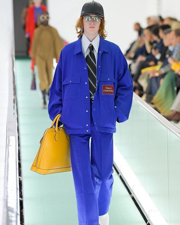 Người mẫu để ngực trần đi catwalk ở show Gucci tại tuần lễ thời trang Milan-6