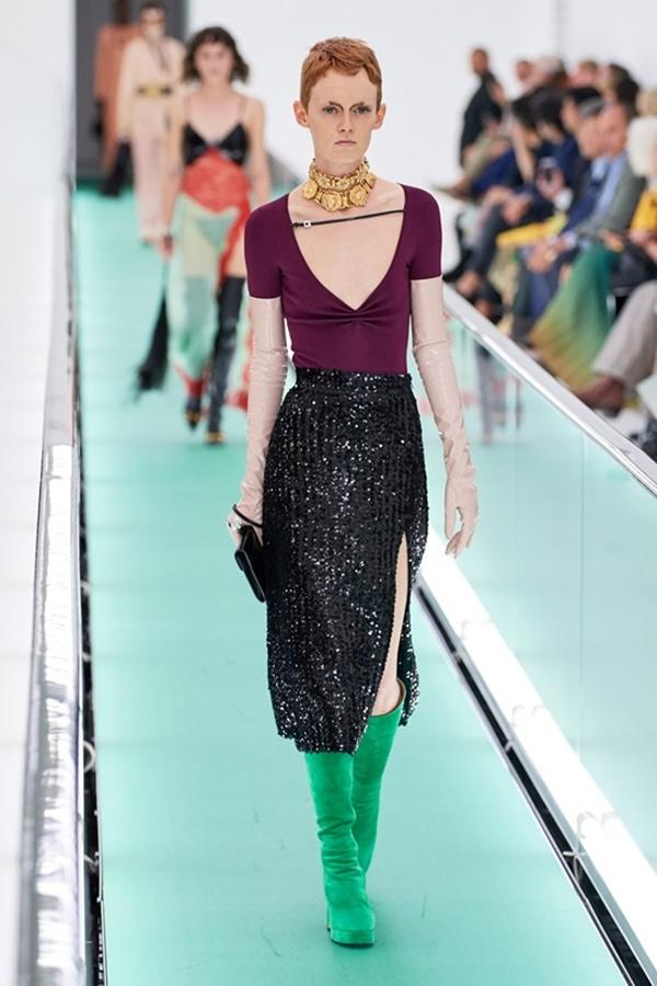 Người mẫu để ngực trần đi catwalk ở show Gucci tại tuần lễ thời trang Milan-8
