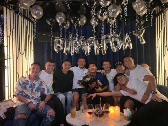 Dàn tuyển thủ quốc gia hội ngộ mừng sinh nhật tuổi 22 của Hà Đức Chinh-2