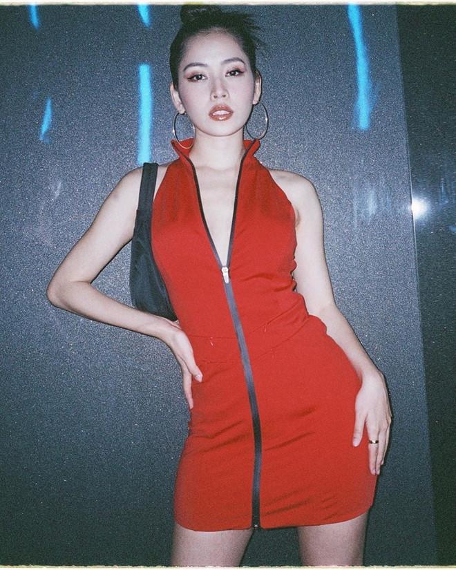 Chi Pu học theo Ngọc Trinh và Vũ Khắc Tiệp lối ăn mặc như lộ nội y-1