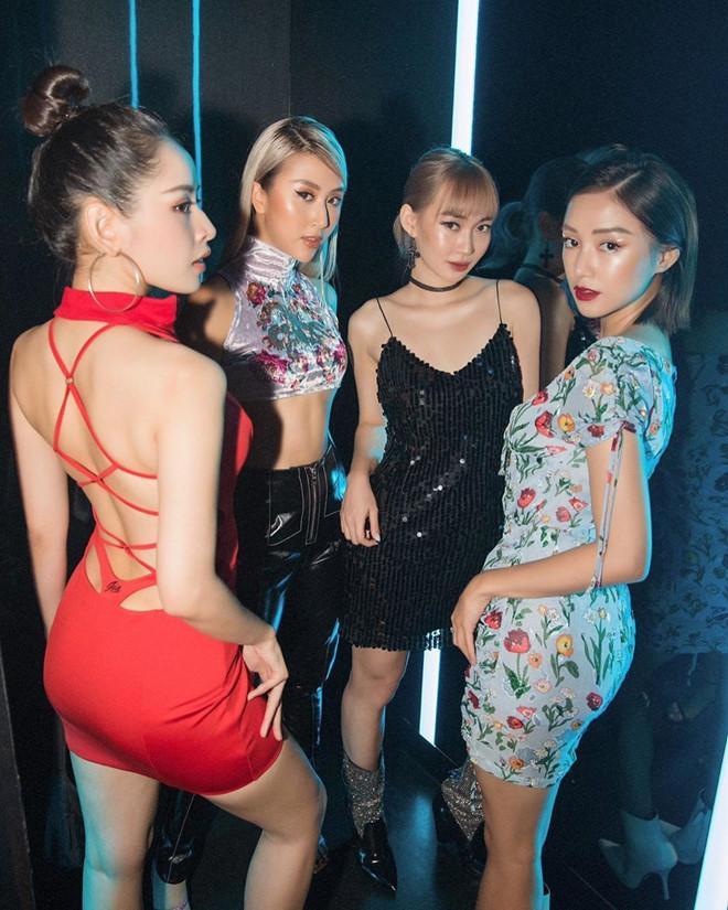 Chi Pu học theo Ngọc Trinh và Vũ Khắc Tiệp lối ăn mặc như lộ nội y-2