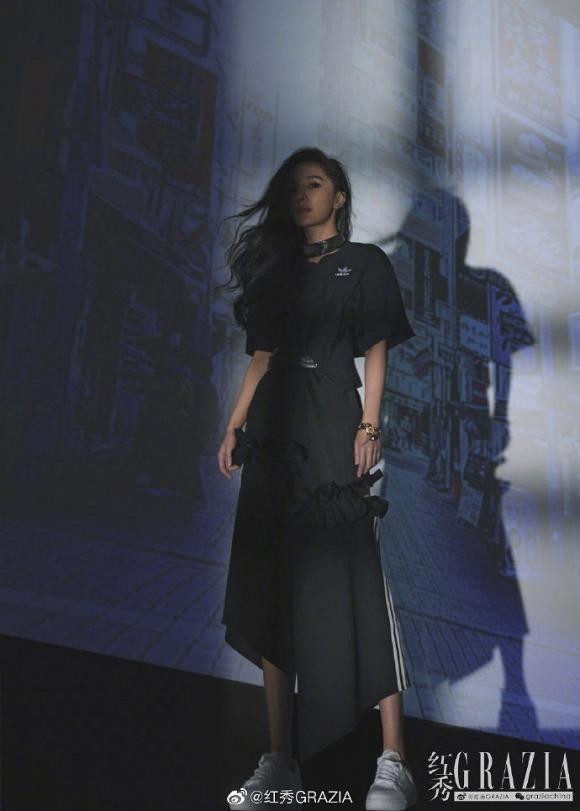 Bị ghét nhất Cbiz, Dương Mịch vẫn thoải mái diện váy xẻ cao, khoe chân thon dài đẹp hết phần thiên hạ-5