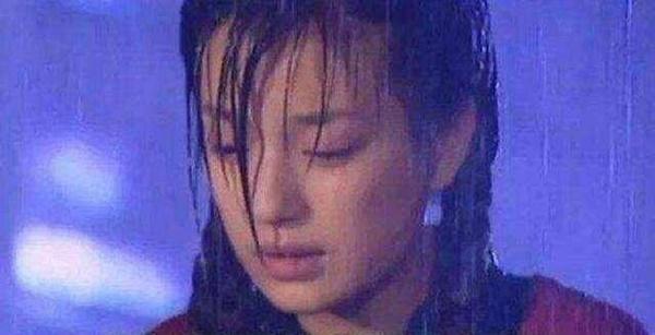 Lời nguyền ngày mưa trên màn ảnh: Hết cãi nhau, chia tay lại hóa ác nữ-3