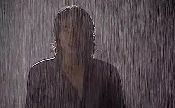 Lời nguyền ngày mưa trên màn ảnh: Hết cãi nhau, chia tay lại hóa ác nữ-4
