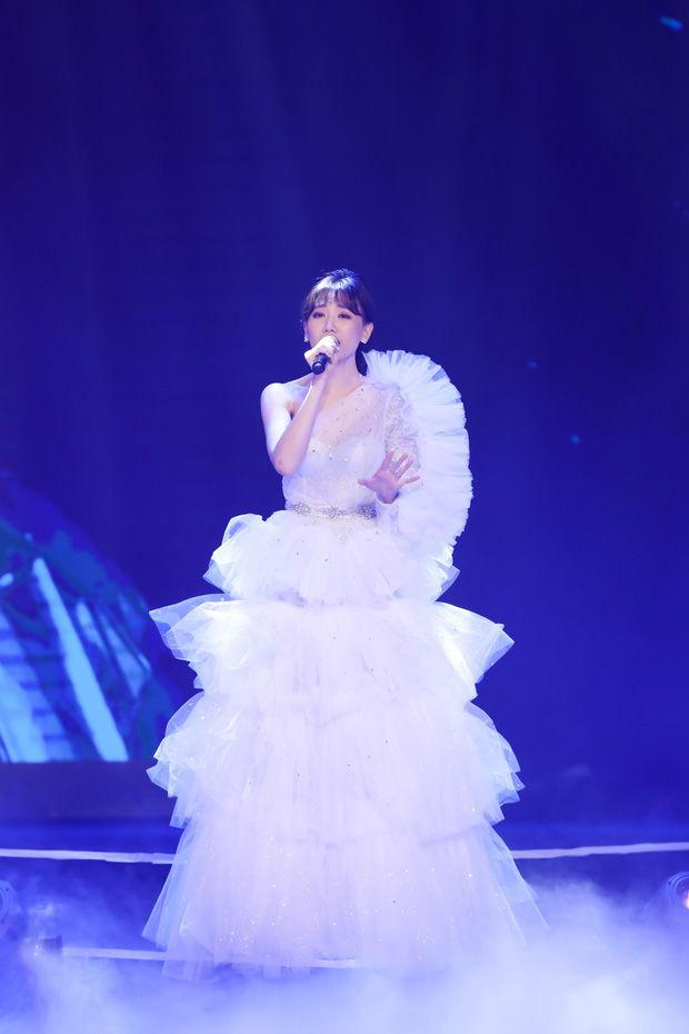 Học Hà Hồ: Đông Nhi, Hari Won cũng dùng chiêu biến hóa váy 2 in 1 xuất sắc-4
