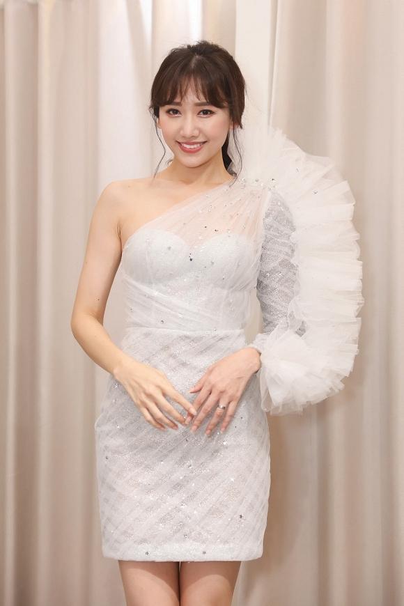 Học Hà Hồ: Đông Nhi, Hari Won cũng dùng chiêu biến hóa váy 2 in 1 xuất sắc-2