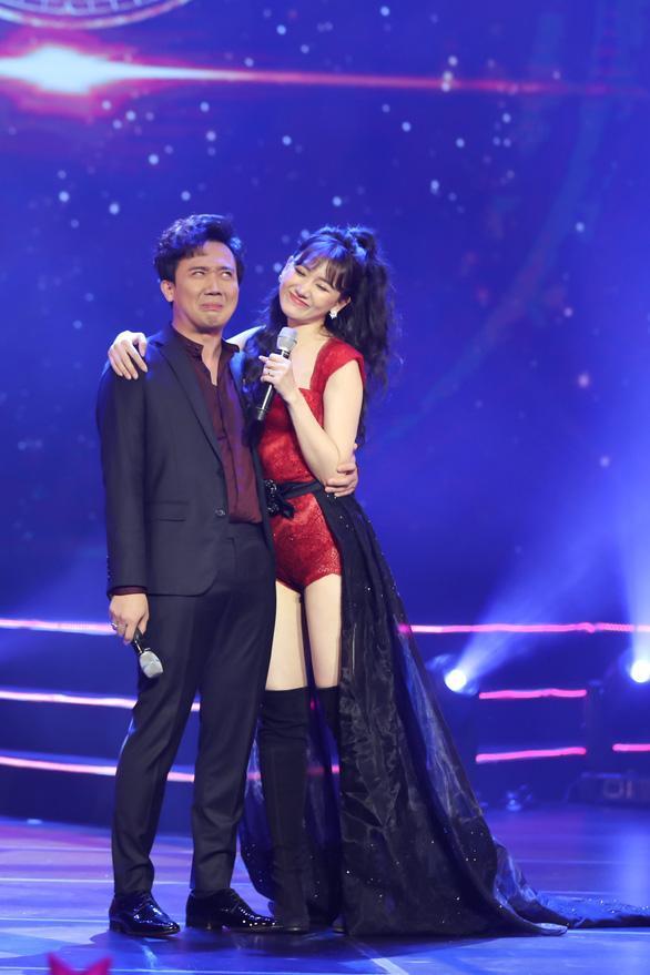 Học Hà Hồ: Đông Nhi, Hari Won cũng dùng chiêu biến hóa váy 2 in 1 xuất sắc-6