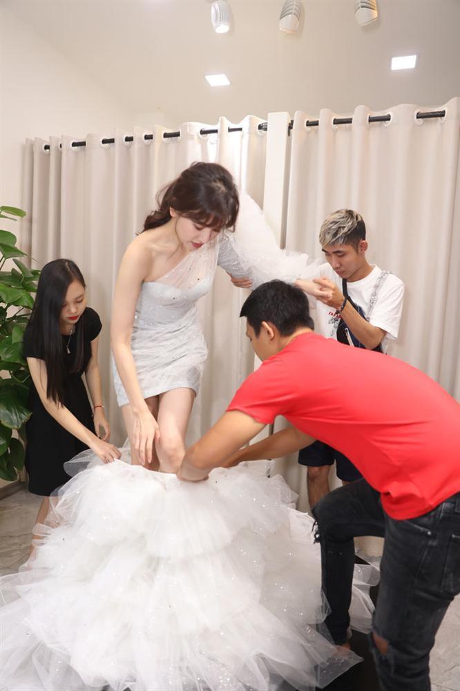 Học Hà Hồ: Đông Nhi, Hari Won cũng dùng chiêu biến hóa váy 2 in 1 xuất sắc-3