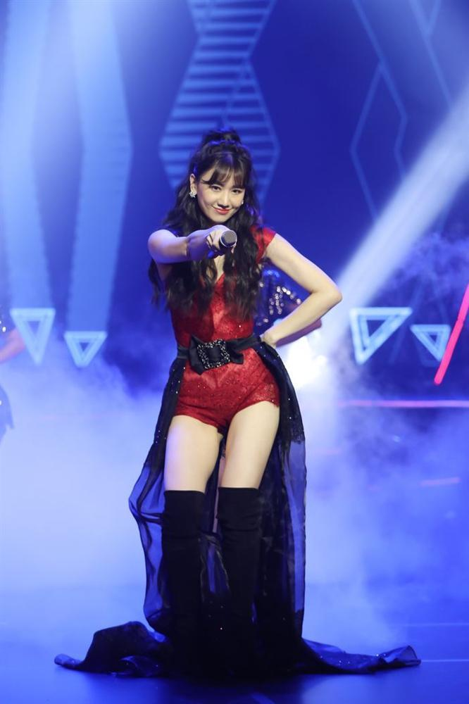 Học Hà Hồ: Đông Nhi, Hari Won cũng dùng chiêu biến hóa váy 2 in 1 xuất sắc-7