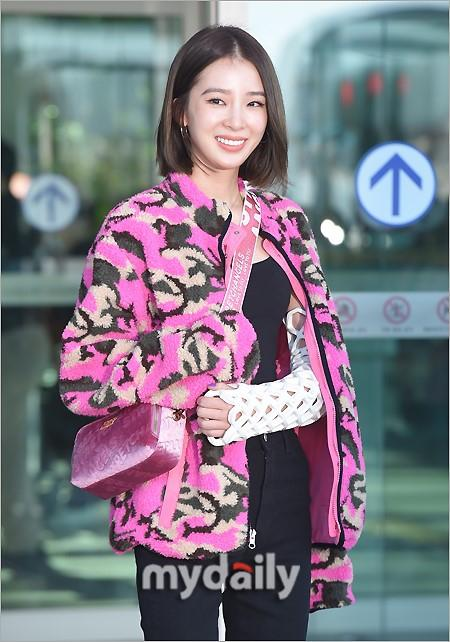 Rosé BlackPink, Suzy, Jessica... đọ thời trang sân bay siêu chất khi lên đường dự Paris Fashion Week-8