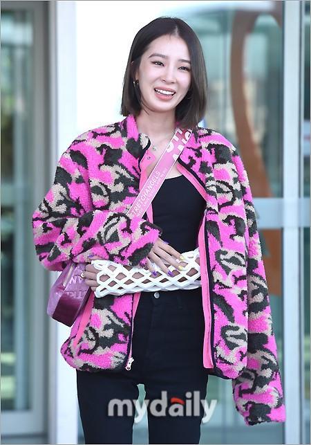 Rosé BlackPink, Suzy, Jessica... đọ thời trang sân bay siêu chất khi lên đường dự Paris Fashion Week-9