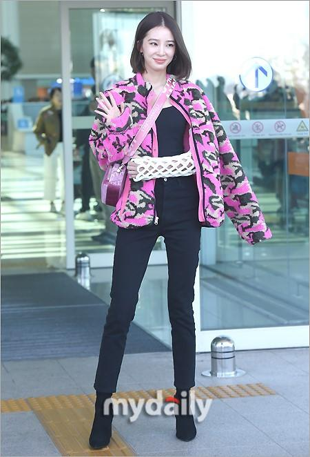Rosé BlackPink, Suzy, Jessica... đọ thời trang sân bay siêu chất khi lên đường dự Paris Fashion Week-10