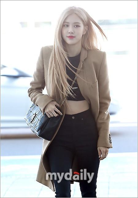 Rosé BlackPink, Suzy, Jessica... đọ thời trang sân bay siêu chất khi lên đường dự Paris Fashion Week-3