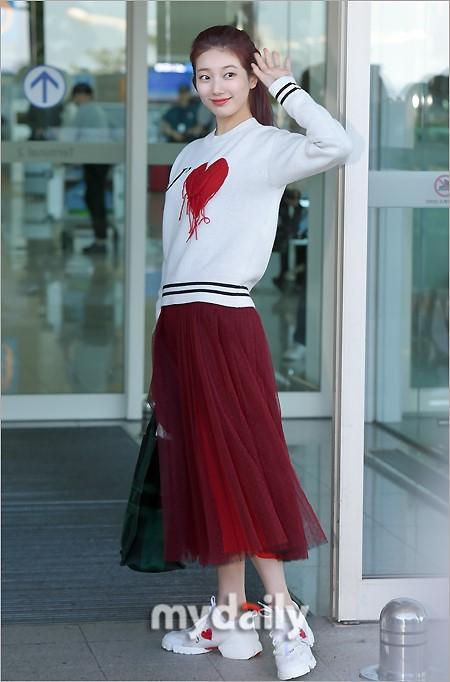Rosé BlackPink, Suzy, Jessica... đọ thời trang sân bay siêu chất khi lên đường dự Paris Fashion Week-4