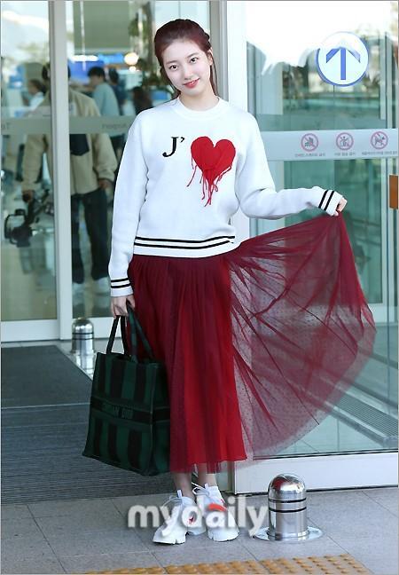 Rosé BlackPink, Suzy, Jessica... đọ thời trang sân bay siêu chất khi lên đường dự Paris Fashion Week-6