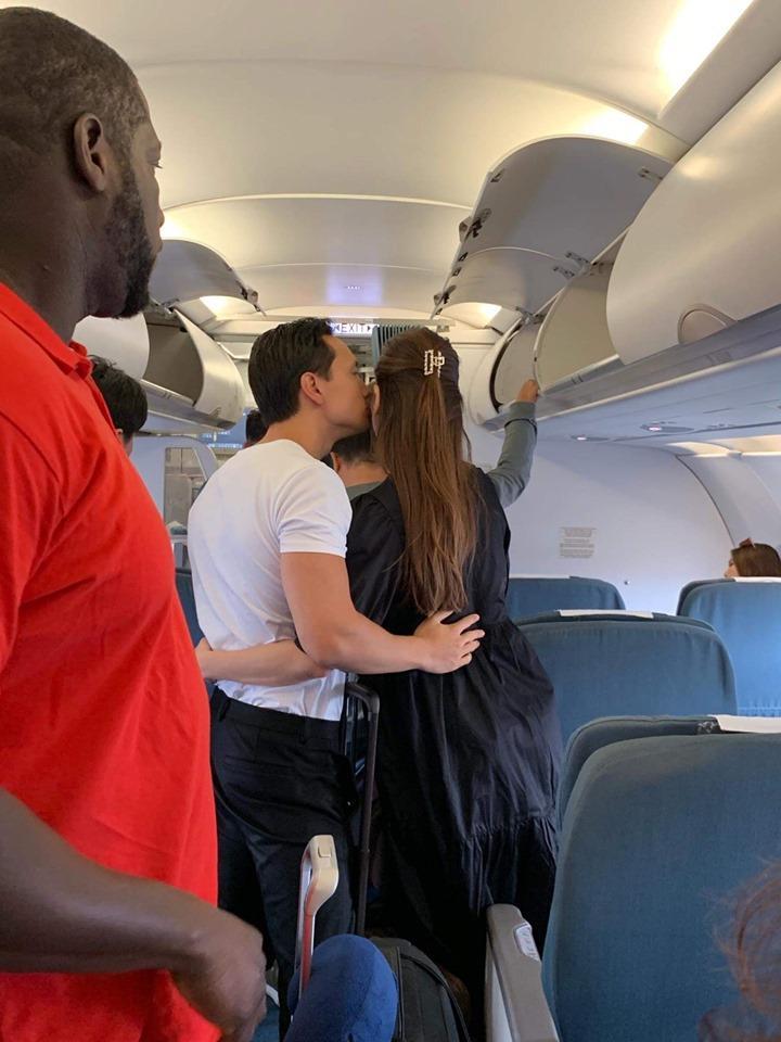 Lộ ảnh Kim Lý và Hồ Ngọc Hà ôm hôn tình tứ trên máy bay đông người-2