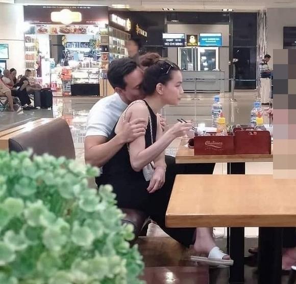 Lộ ảnh Kim Lý và Hồ Ngọc Hà ôm hôn tình tứ trên máy bay đông người-7