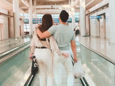 Lộ ảnh Kim Lý và Hồ Ngọc Hà ôm hôn tình tứ trên máy bay đông người-11