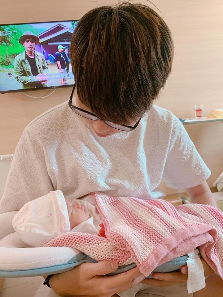 Bị chồng gạ gẫm sau chưa đầy 1 tháng sinh con, hotmom đình đám có màn né đạn cực lầy-4