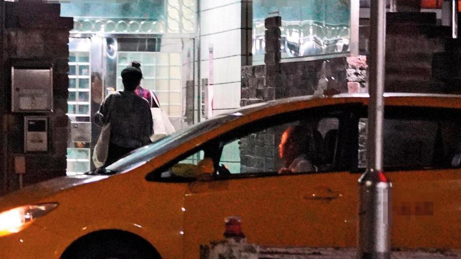 Mỹ nhân gia thế khủng Trương Quân Ninh bị bắt gặp hẹn hò tình cũ Đường Yên-6