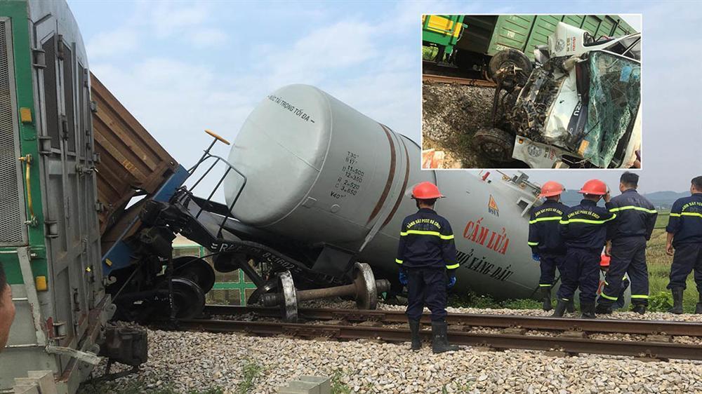 Xe tải vượt đường sắt, tàu hỏa chở hàng đứt khúc la liệt ở Nghệ An-7