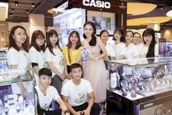 Angela Phương Trinh diện váy công chúa, rạng rỡ giao lưu cùng fan