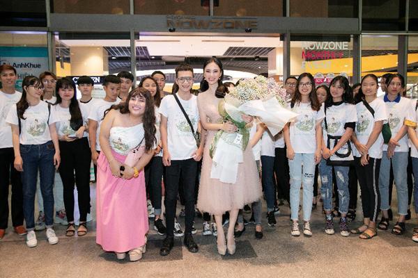 Angela Phương Trinh diện váy công chúa, rạng rỡ giao lưu cùng fan-2