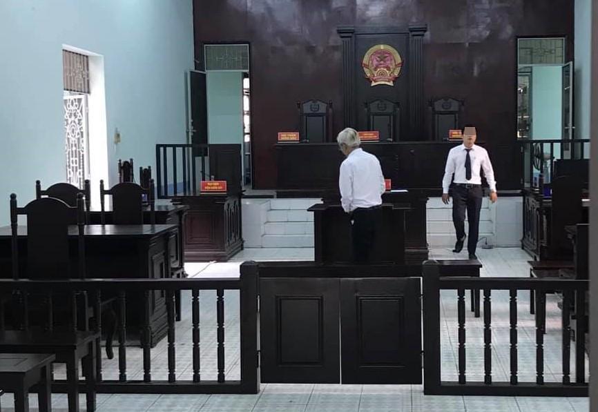 Thầy giáo 59 tuổi nựng vòng 1 nữ sinh lớp 9 trong lúc dạy học lĩnh án 3 năm tù-2