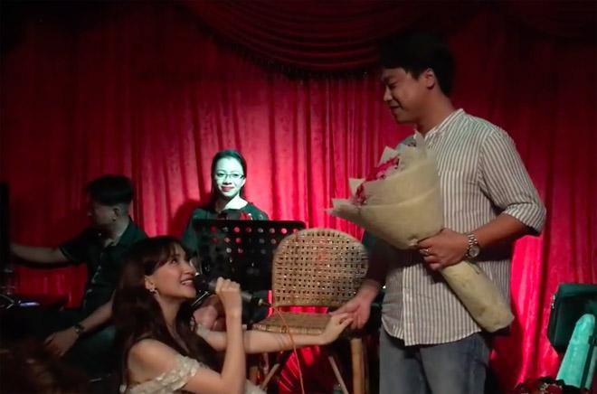 Bị đồn theo chồng bỏ cuộc chơi, Hòa Minzy tuyên bố: Quan trọng gì cưới xin-4