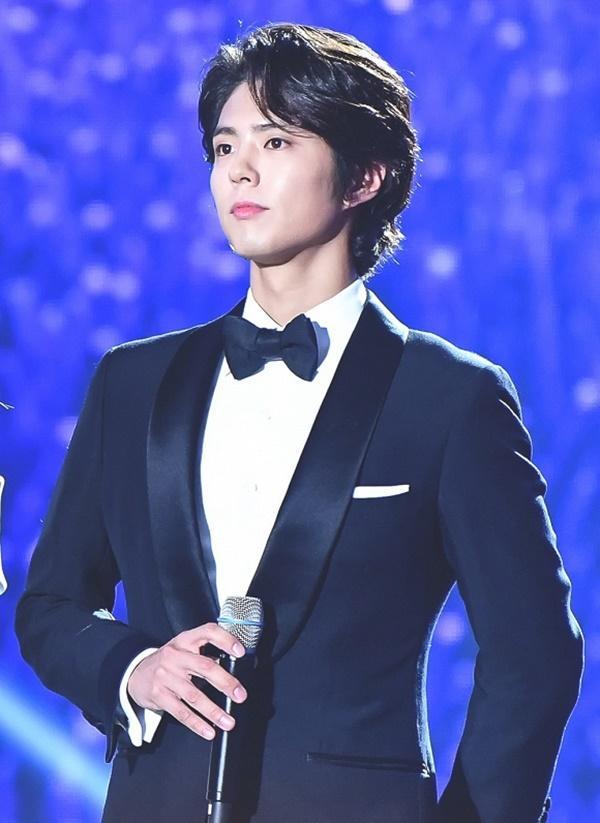 Sau ồn ào người thứ ba giữa Song Joong Ki và Song Hye Kyo, Park Bo Gum nên đôi với mỹ nhân mới trẻ hơn vạn lần?-4