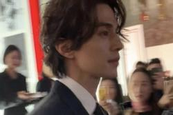 'Thần chết' Lee Dong Wook khoe nhan sắc cực phẩm bất chấp camera thường