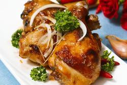 Đùi gà nướng ăn kèm cơm trắng chuẩn vị mẹ nấu