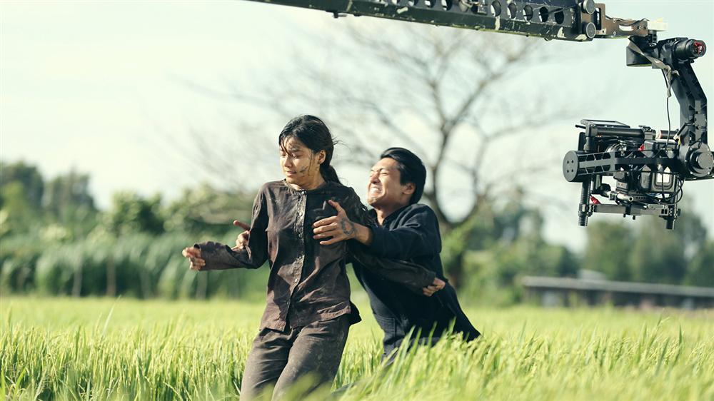 Phim kinh dị của Hoàng Yến Chibi tung clip hậu trường tràn ngập cảnh 18+-1