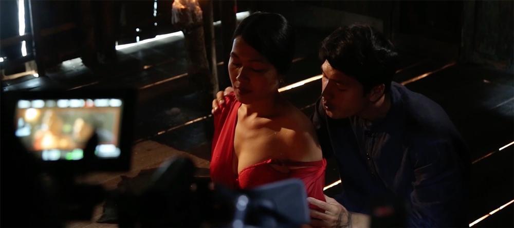 Phim kinh dị của Hoàng Yến Chibi tung clip hậu trường tràn ngập cảnh 18+-5