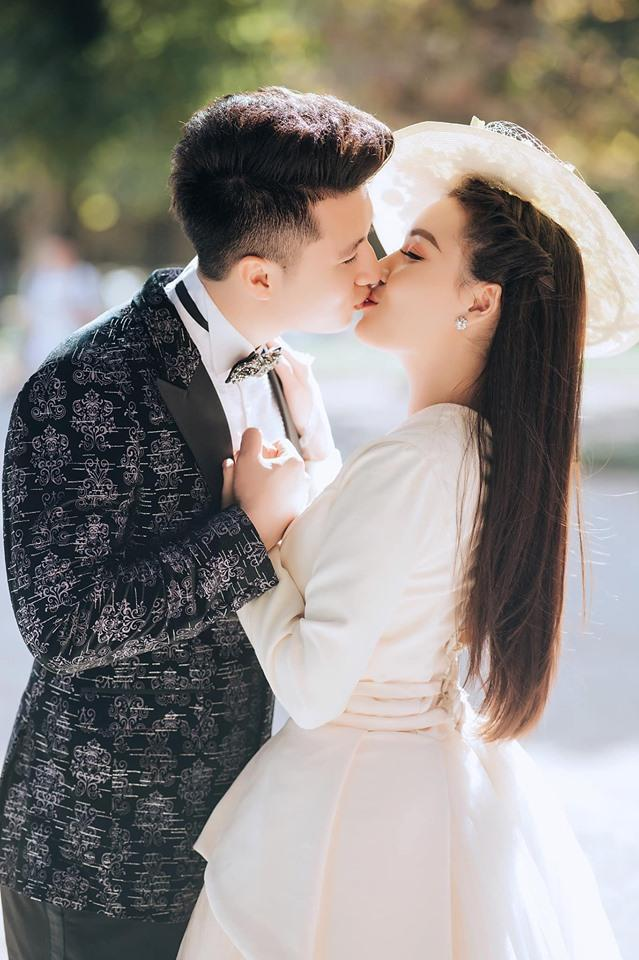 Khoe ảnh cưới chanh sả ở Pháp, nữ giảng viên đình đám MXH Việt làm người xem ngất lịm vì 3 vòng gợi cảm-6