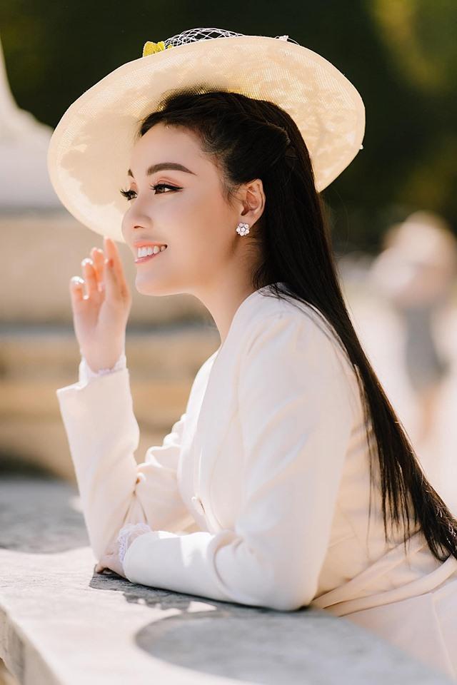 Khoe ảnh cưới chanh sả ở Pháp, nữ giảng viên đình đám MXH Việt làm người xem ngất lịm vì 3 vòng gợi cảm-11
