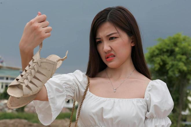 Trà tiểu tam ăn mặc gợi cảm thế nào trong Hoa hồng trên ngực trái?-3